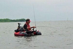 Dr.ミーヤンの下手っぴい釣りブログ-130630_48cmバスと小生-2