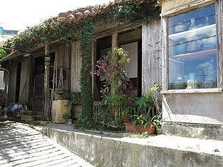 晴れのち曇り時々Ameブロ-壺屋やちむん通り沿いの店舗