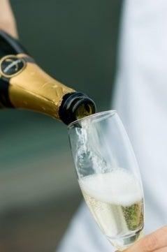 $ワインアドバイザー:佐藤のブログ-シャンパン注ぐ