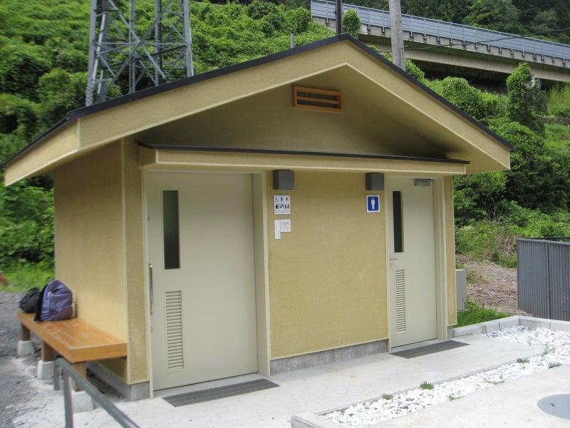 小仏バス停トイレ