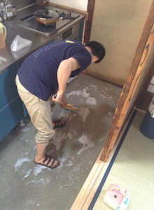 京町家を買って改修する男のblog-4土間デッキブラシ町家