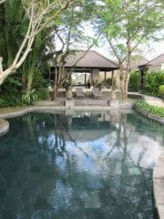 TOMOのバリ島日々ブログ ~バリの日常-ビラアイルプール