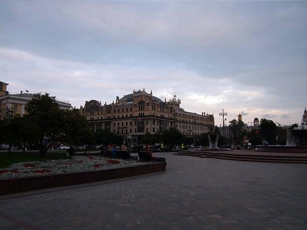 お気楽闘病記-劇場広場からホテルが見える