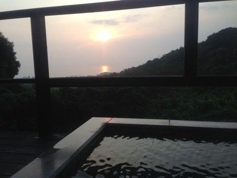 伊東遊季亭 川奈別邸の露天風呂 | うららかな日