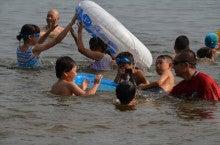 浄土宗災害復興福島事務所のブログ-20130730ふくスマ湖水浴02