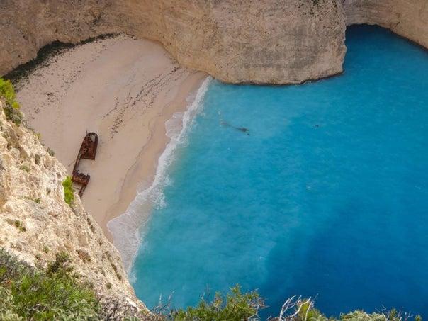 ザキントス島ポルコの隠れ家の座礁船