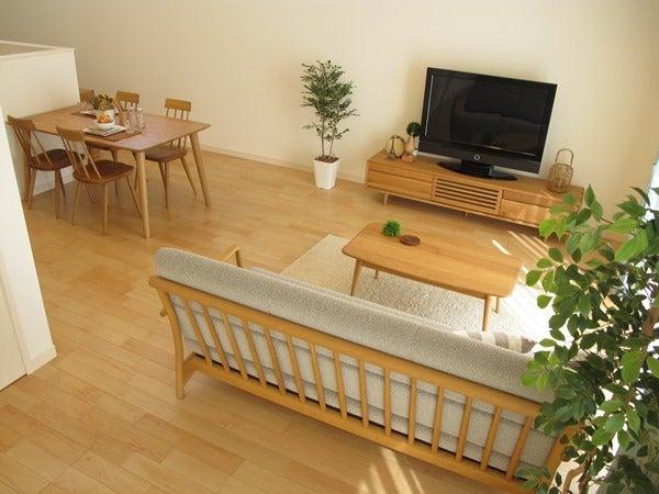 家具なび-ナラ・タモ無垢材の家具でコーディネートした実例