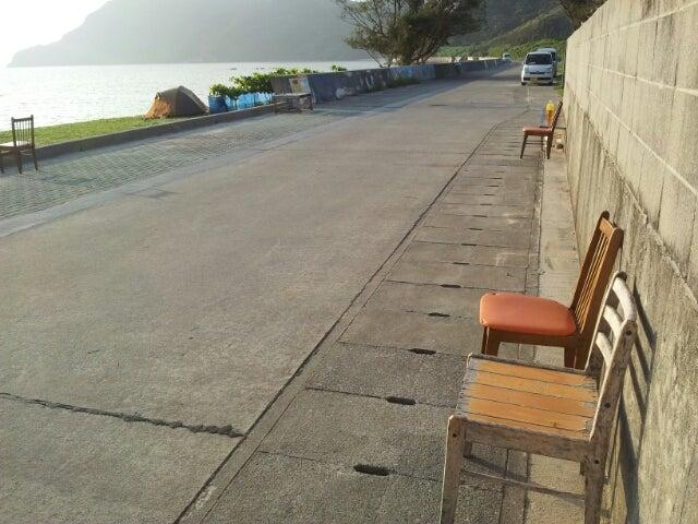 $歩き人ふみの徒歩世界旅行 日本・台湾編-浜の椅子とベンチ