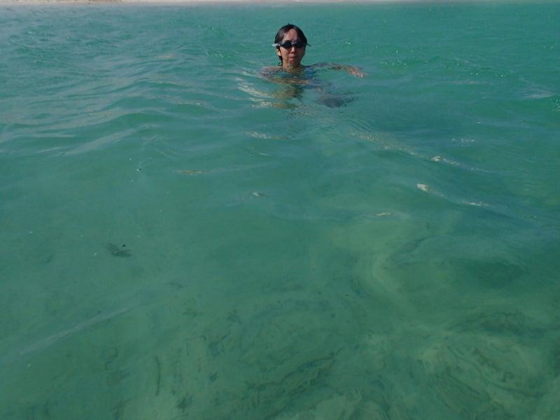 歩き人ふみの徒歩世界旅行 日本・台湾編-イーフビーチで泳ぐあゆみ