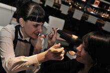 ルチアーノショーで働くスタッフのブログ-ヤナ&クリスティーナ