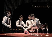ルチアーノショーで働くスタッフのブログ-4人がかりのサラダ