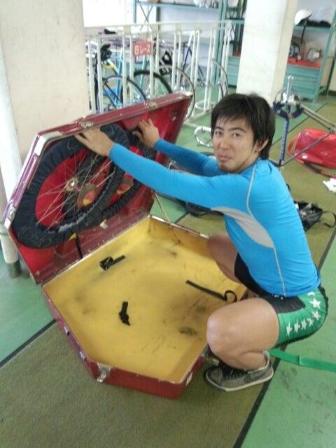 自転車の 自転車を送る : 小倉競輪場に自転車を送る準備 ...