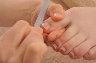$池袋で痛い巻き爪を改善、フットケアでつるつるの感動美足になる専門店