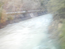$メイブレラン潟さんのブログ-川と紅葉と国道