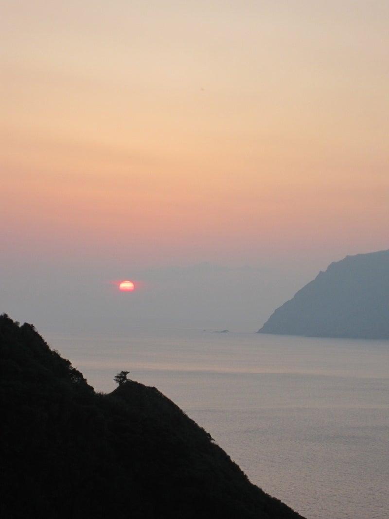 小島の夕日