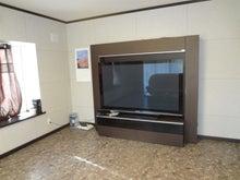 (有)山地不動産企画-居間 65インチテレビ