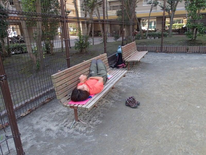 歩き人ふみの徒歩世界旅行 日本・台湾編-ベンチで寝る