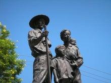 自由気ままにリベルダーデ-ドミニカ移民の像