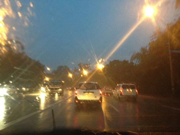 日々変病-ヤンゴン到着は雨