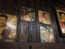 「さやまのお店めぐり」-お母様のレコードコレクションが壁に!