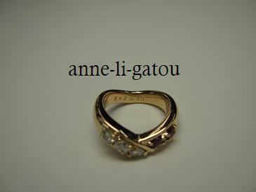 anne-li-gatou ジュエリーデザイナーの机