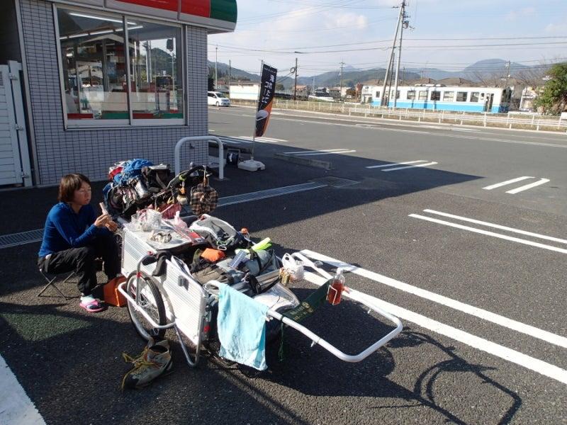 歩き人ふみの徒歩世界旅行 日本・台湾編-コンビニ前食