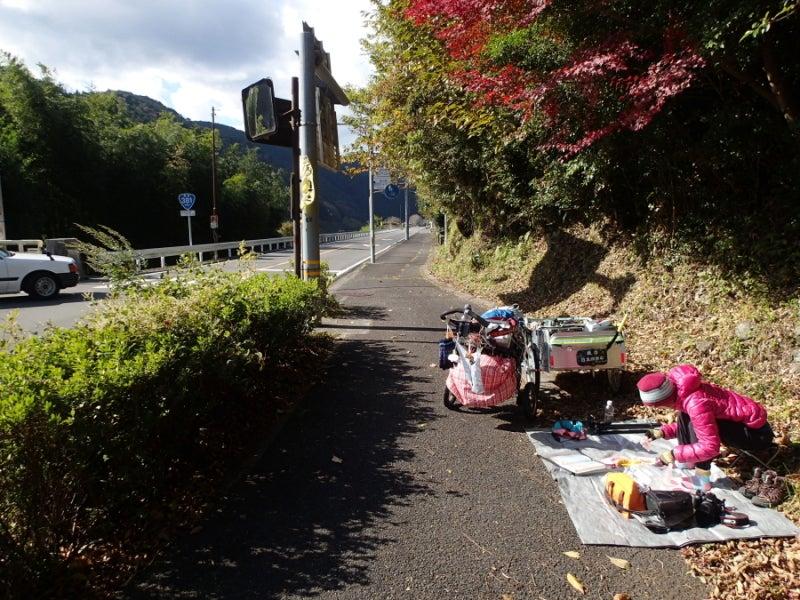 歩き人ふみの徒歩世界旅行 日本・台湾編-道端昼食