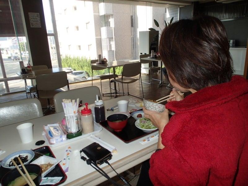 歩き人ふみの徒歩世界旅行 日本・台湾編-朝食中