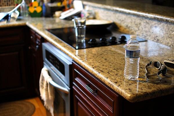 キッチンのペットボトル