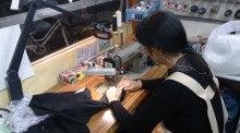 川崎大師駅徒歩3分 洋服のお直し屋さん「メリーズハウス」-縫い物中