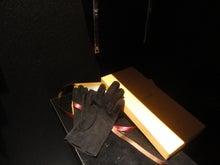 ルチアーノショーで働くスタッフのブログ-手袋