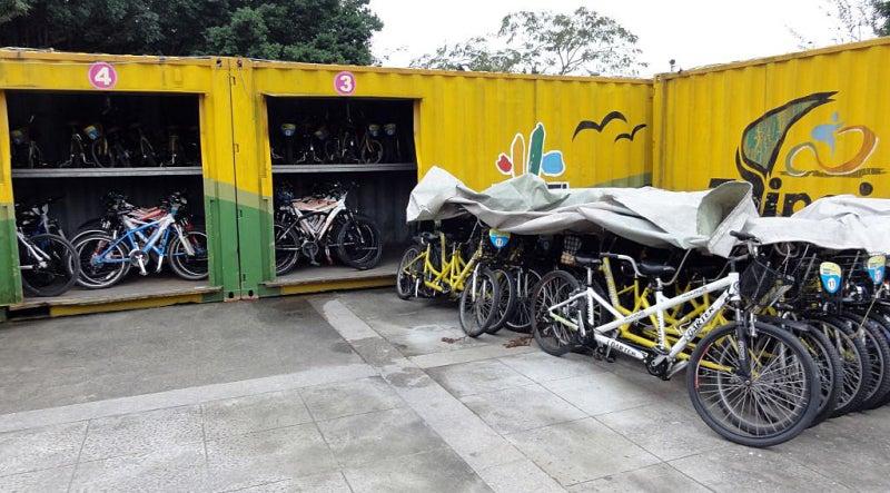 台北の迪化街でレンタサイクル ...