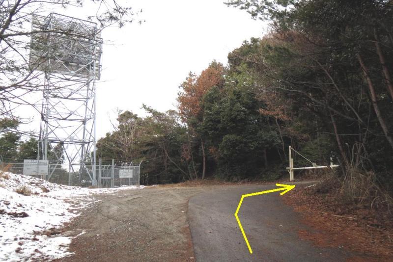 鷹取城/③林道のゲートを通過