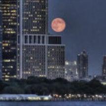 月は地球を監視、操作…