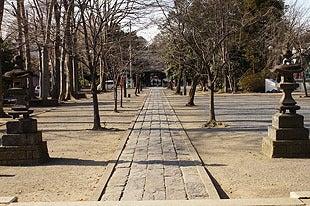 石畳が敷かれた参道