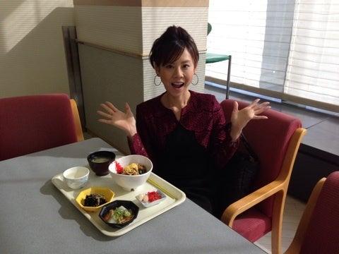 栄養バランスバッチリな食事をする高橋真麻