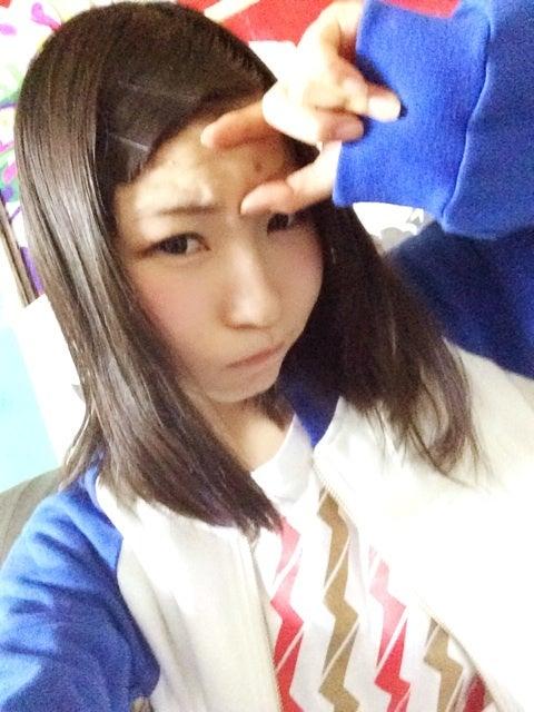 ピンキーこと藤咲彩音さんのほくろを見せておでこの写真