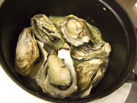 牡蠣のワイン蒸し