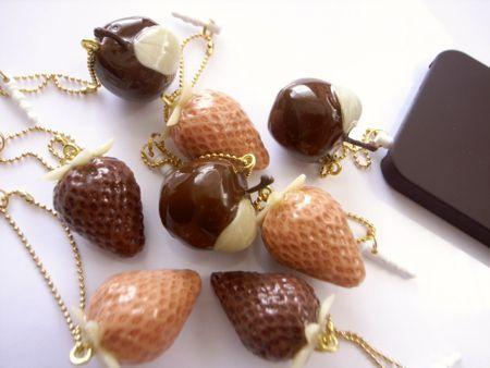フルーツチョコのスマホピアス