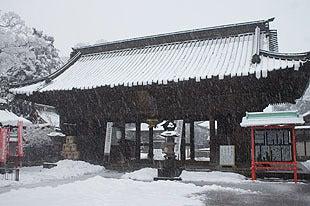 1658年創立と伝えられている仁王門