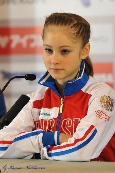 ロシアの妖精、リプニツカヤが猫のターキッシュアンゴラに似ている。