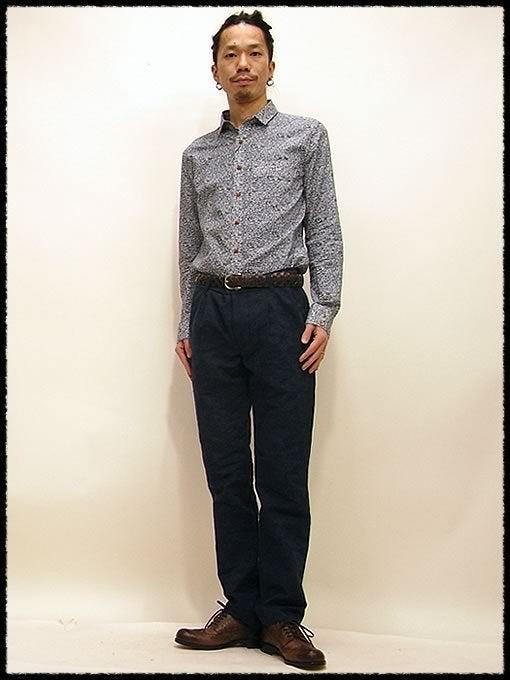 シャツ :イチミリ パターンシャツ 15750円 フラワー:1(M)サイズ・パンツ :パルムドール リベレーションパンツ 19950円 ネイビー:Mサイズ・シューズ: