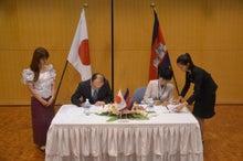 大使館での署名式1