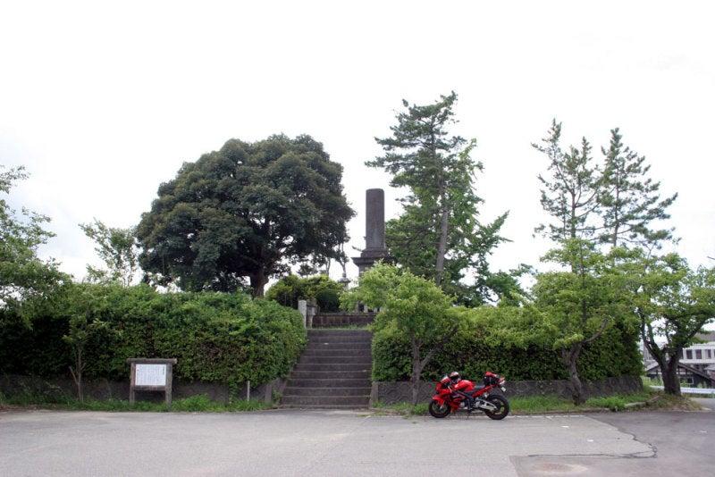 津幡城/01 城址碑周辺