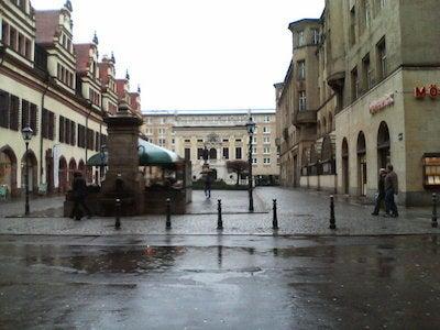 旧市庁舎前広場