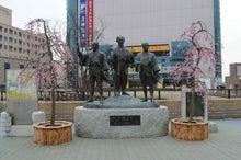 水戸黄門像と梅