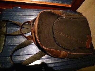 スーツケースとリュック