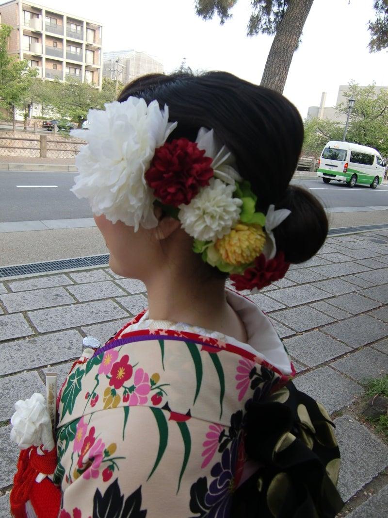 和装の髪型はロールアップヘア ...