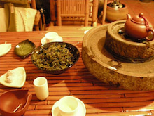 あふれる茶葉