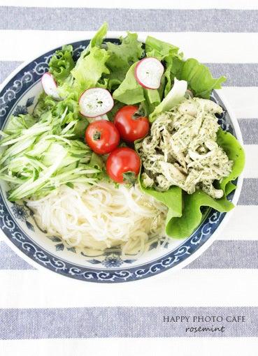 『バジル蒸し鶏のグリーン冷麺』